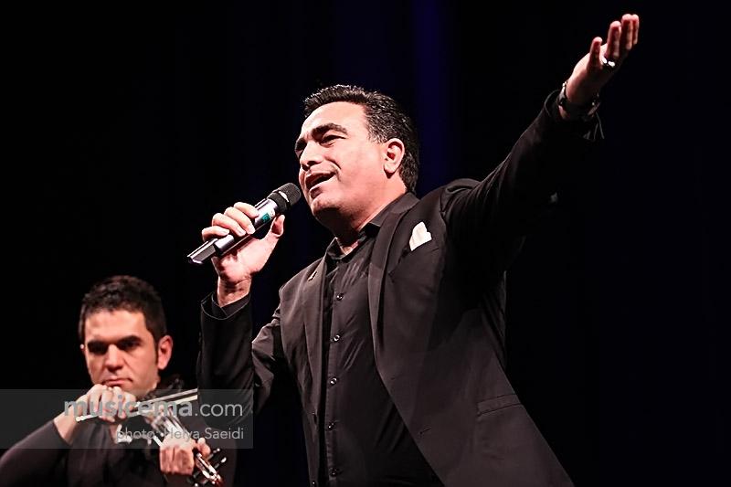 کنسرت اصغر باقری (دومان) در تالار وحدت تهران برگزار شد.